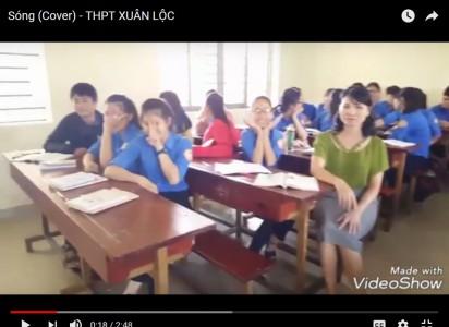 Phút ngẫu hứng thay đổi không khí khi học bài thơ Sóng (Xuân Quỳnh) lớp 12C3